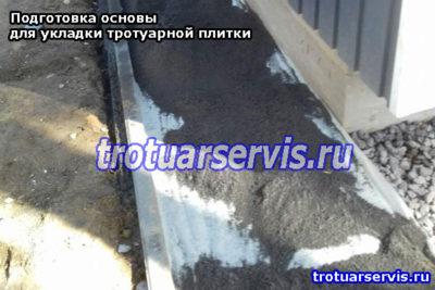 Засыпка слоя песка на слой геотекстиля